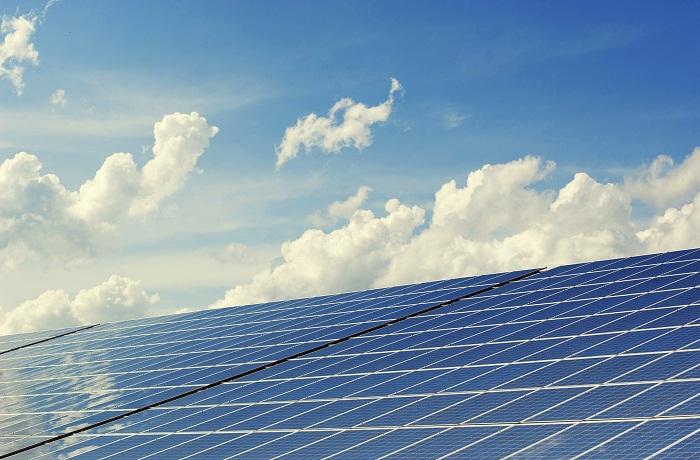 Obrovský fotovoltaický panel