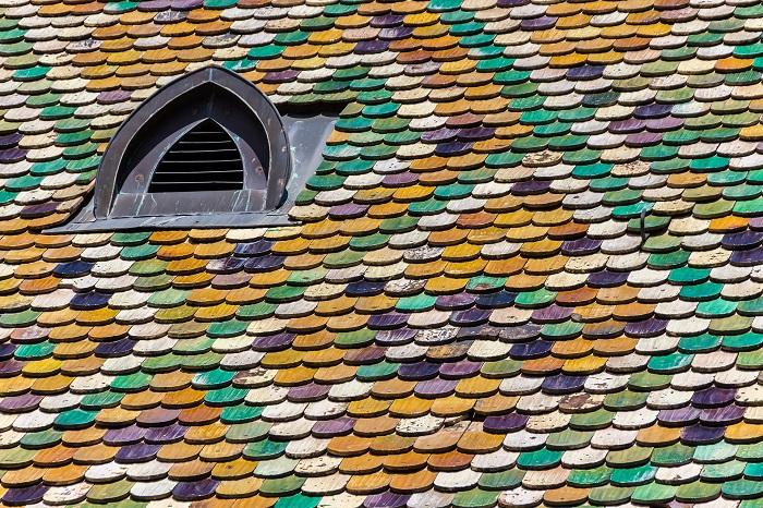Strešné okno na netypickej streche