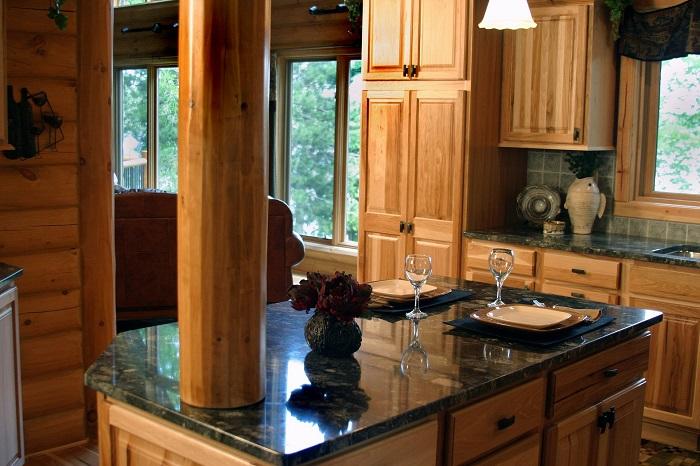 Malé kuchyně se stropním světlem