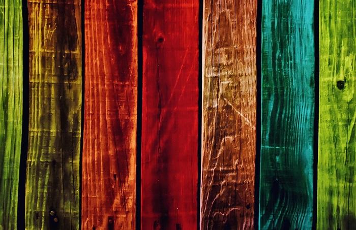 Farba na drevo v rôznych farbách